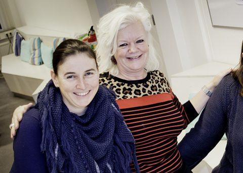 Esther en Karin (links op de foto) kunnen je alles vertellen over de opleiding.